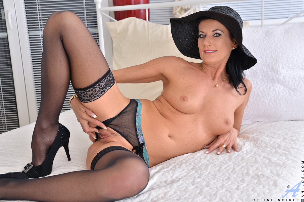 Horny mature mimi moore gives a hot bj - 5 7