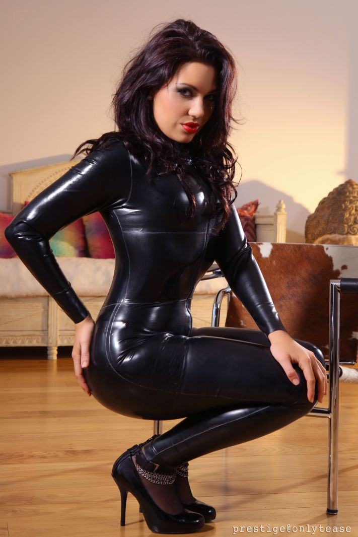 Think, amateurs in latex body